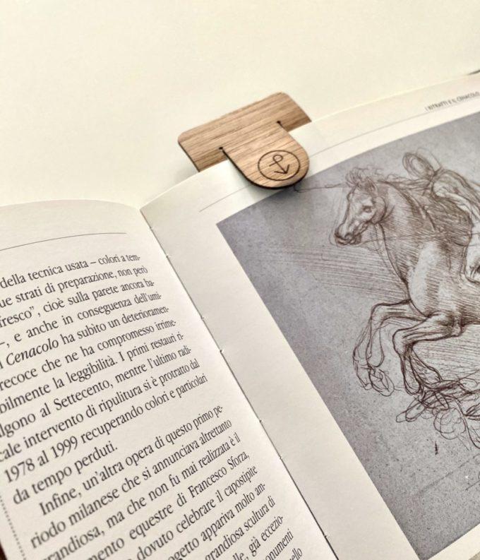 Segnalibro Pieces of Venice inserito in pagina libro